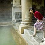 O lugar onde os Romanos se banhavam em águas termais permanece intacto na cidade inglesa de Bath.